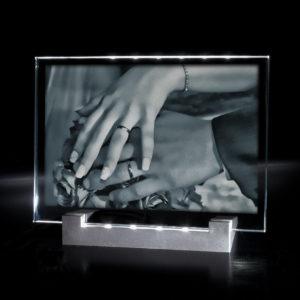 photo-plaque-mariage-sur-socle-lumineux